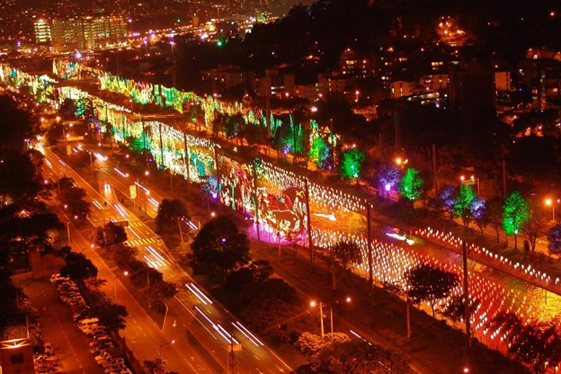 Annual Christmas-season light show on Rio Medellin / Source: Gabriel Buitrago