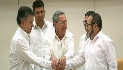 Colombia President, FARC Leader Shake Hands, See Peace Deal in 6 Months