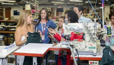 Creytex Managing Director Lina Bustamante (left) Explains 'Intelligent Factory' Production