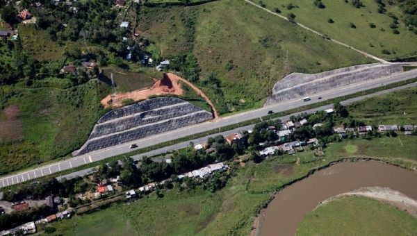 Vias del Nus Highway Project in Antioquia