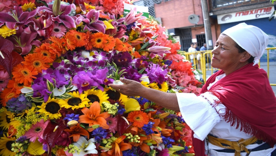 Award-Winning Silletera from Prior Medellin Flower Festival